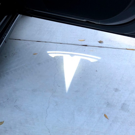 Ultra-Bright LED dørlys med logo - Tesla T (2 stk.)